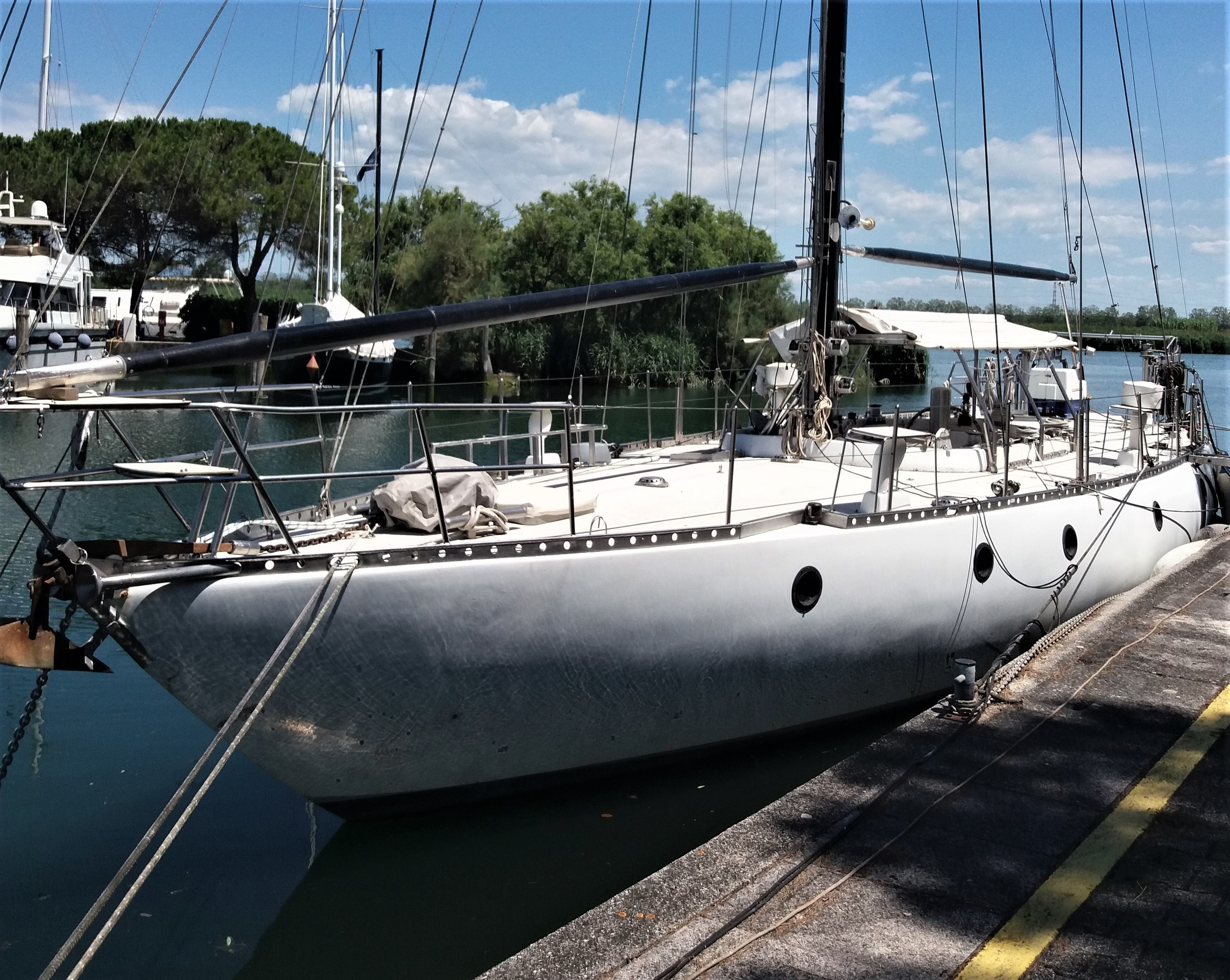 One-Off Polyester 52'